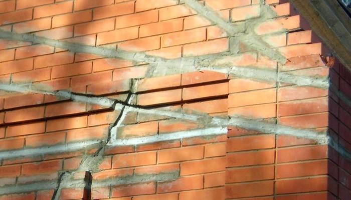 Герметизация трещин в стенах домов в Москве
